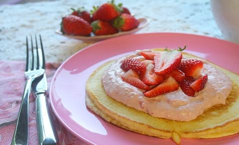 strawberry-pancakes-with-mascarpone