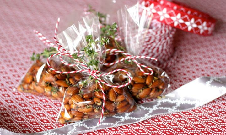 Thyme and fennel roasted almonds