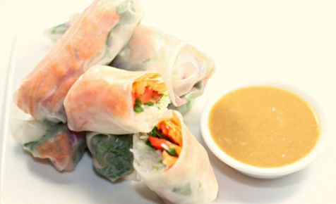 Vegetable rice paper rolls with light satay sauce